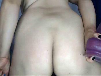 Colombiana de 40 anos masturbando su conjo y ojete rosado