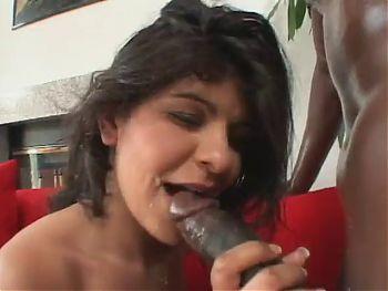 Brazilian Milf gets flex'd